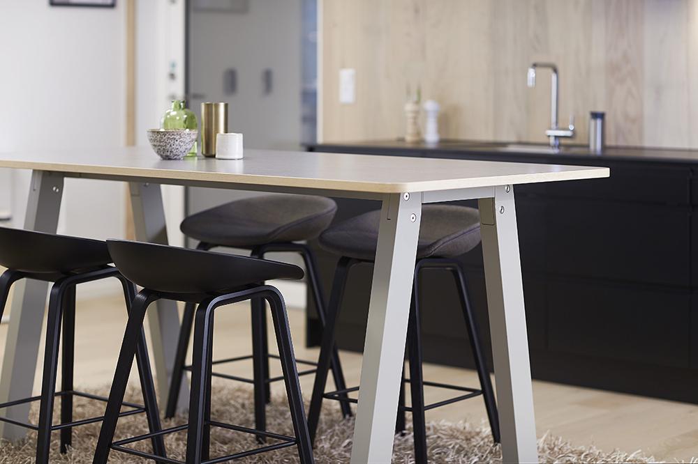 Do bureau pieds design minimaliste et fonctionnalité