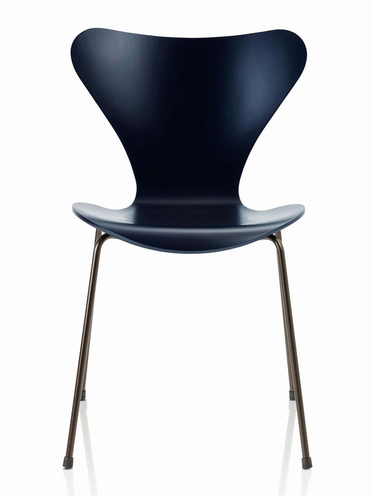 s rie 7 3107 chaise en bois laqu fritz hansen. Black Bedroom Furniture Sets. Home Design Ideas